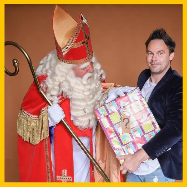 Sinterklaasshow-Cadeau zonder-naam-een-sintshow-voor-uw-sinterklaasfeest-bij-uw-bedrijf